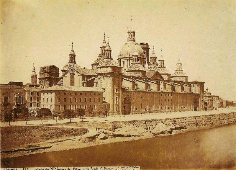 Foto de J. Laurent - Iglesia de Nuestra Señora del Pilar vista desde el puente en construcción. Una de las curiosidades de Zaragoza.