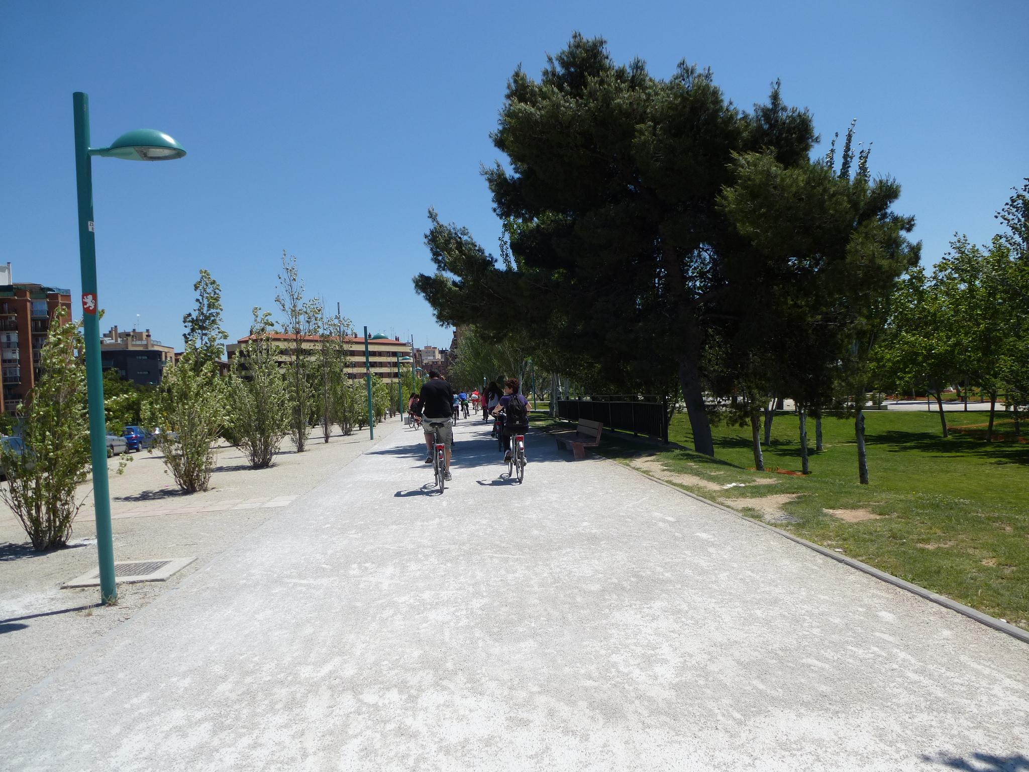 Foto de Zaragoza Turismo - Bizitour - Paseo de la Ribera del Ebro, parque Macanaz