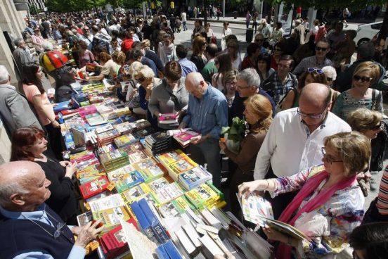 La Feria del Libro de Zaragoza en sus anteriores ediciones situada en la Plaza Aragón