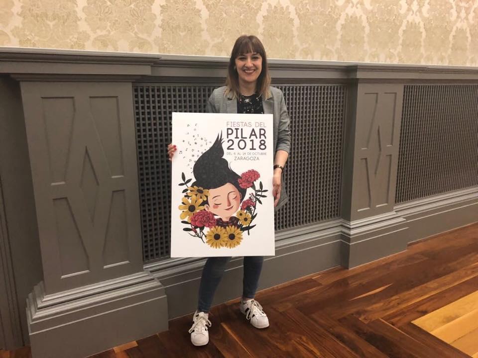 La ilustradora zaragozana Mamen Marcén con su diseño La Pili, ganadora del cartel de las Fiestas del Pilar 2018