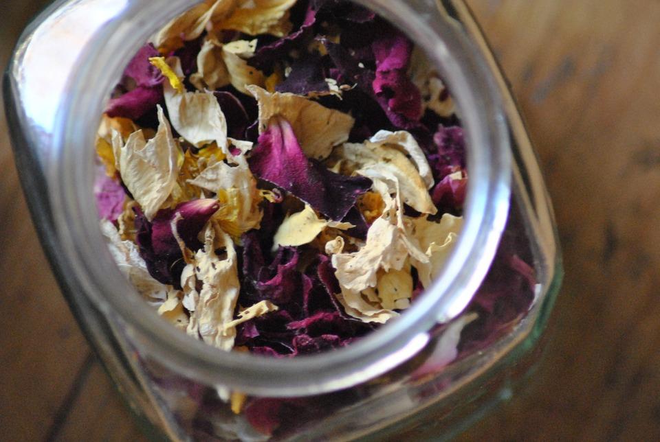 Las flores comestibles tienen características culinarias que acompañan a las recetas de una manera divertida y sabrosa