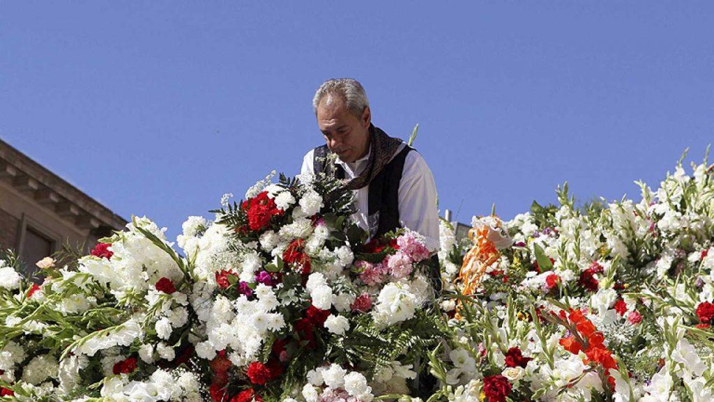 Ofrenda de Flores a la Virgen del Pilar - Foto de RTVE.es de uno de los componentes del personal que organiza la Ofrenda de Flores a la Virgen del Pilar