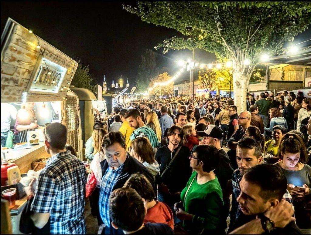 III Festival de Food Trucks - Foto de @foodtruckszgz de anteriores ediciones del Ebro Food, el Festival de Food Trucks