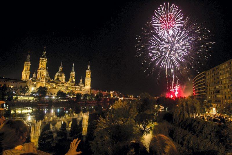 Pilares con buen ambiente - Ya sea en los fuegos artificiales de las Fiestas del Pilar o en cualquier otro acto, vive estos pilares con buen ambiente