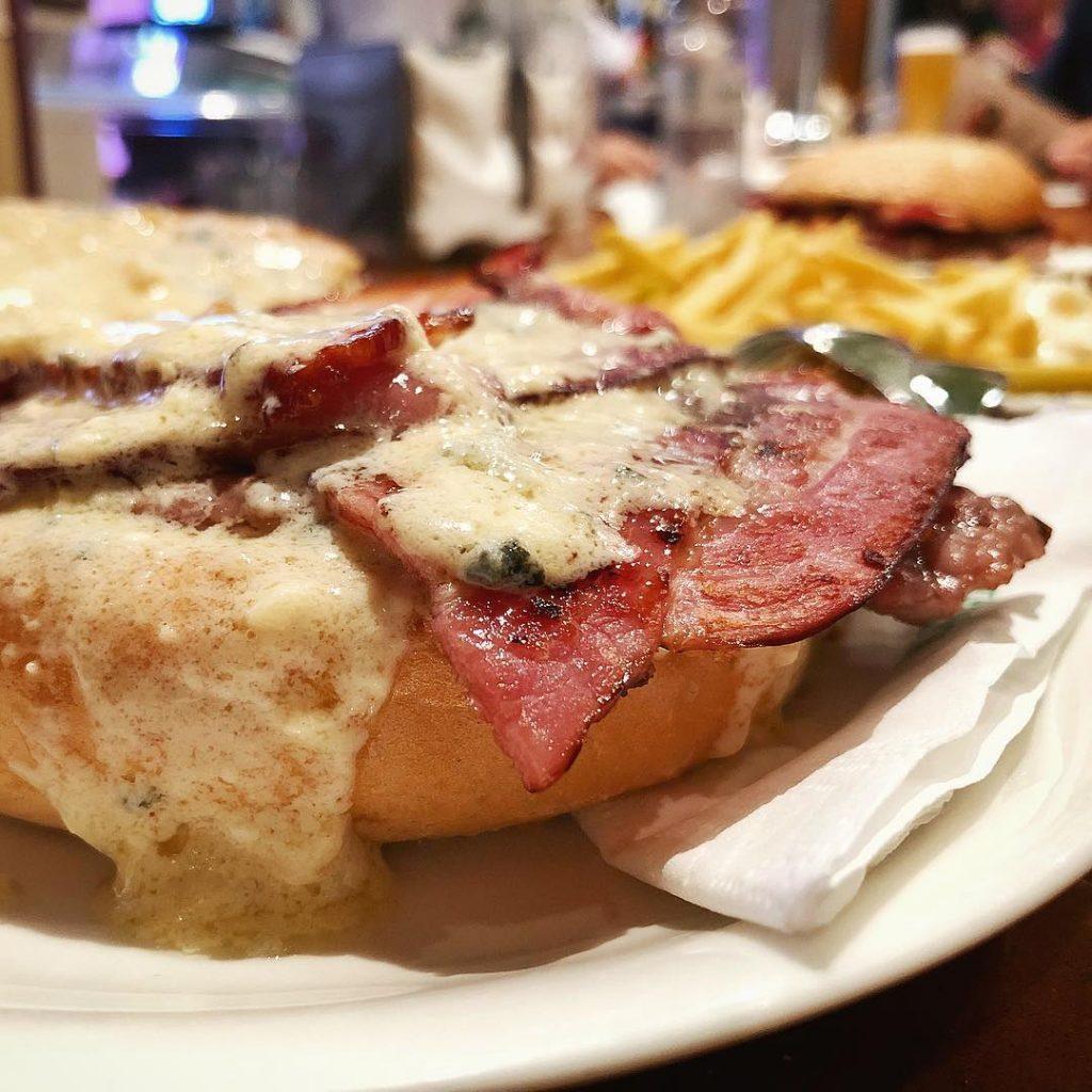 Hamburguesas en Zaragoza - Mostaza hamburguesa bacon y roquefort