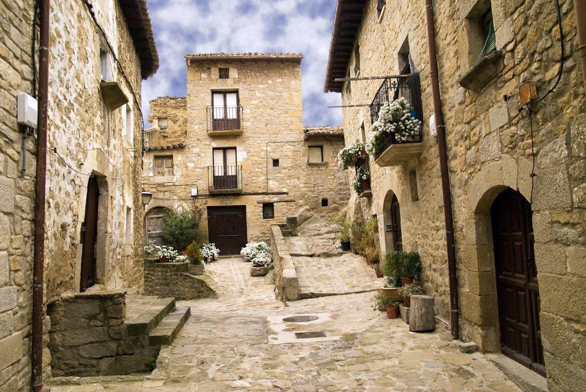 Pueblos de Zaragoza - Sos del Rey Catolico - Fuente Navarra resiste