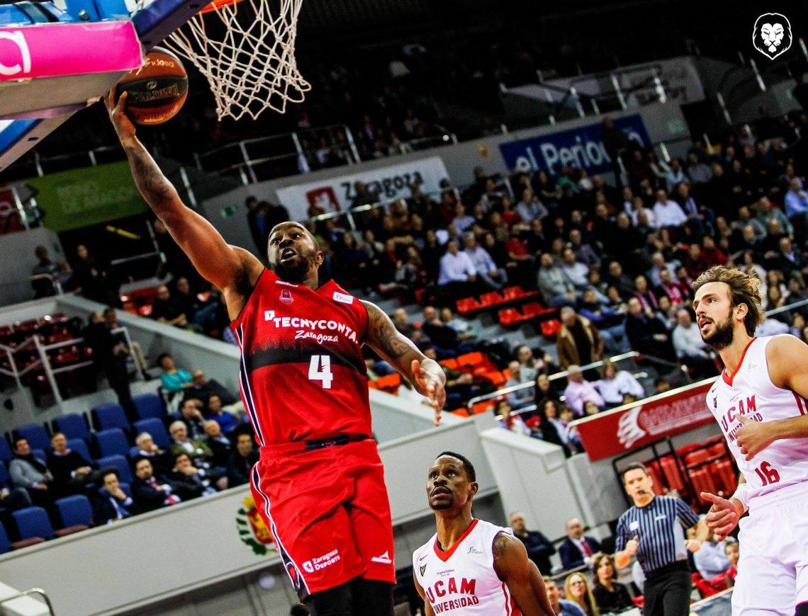 Tecnyconta Basket Zaragoza - Foto de Basket Zaragoza - Bo McCalebb haciéndose grande en la victoria frente al UCAM Murcia en el Príncipe Felipe