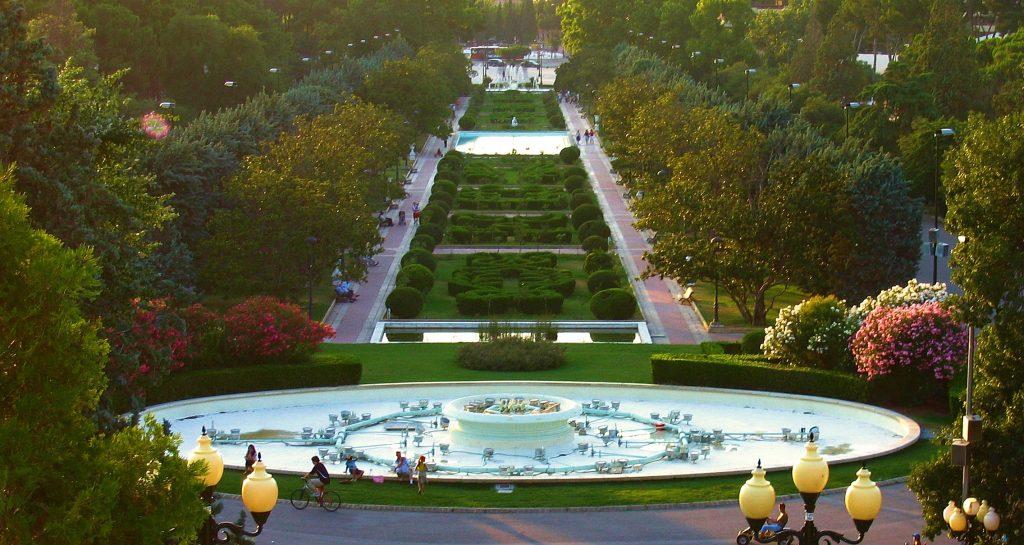 5 planes románticos para celebrar San Valentín en Zaragoza dar un paseo por el parque grande es una genial opción