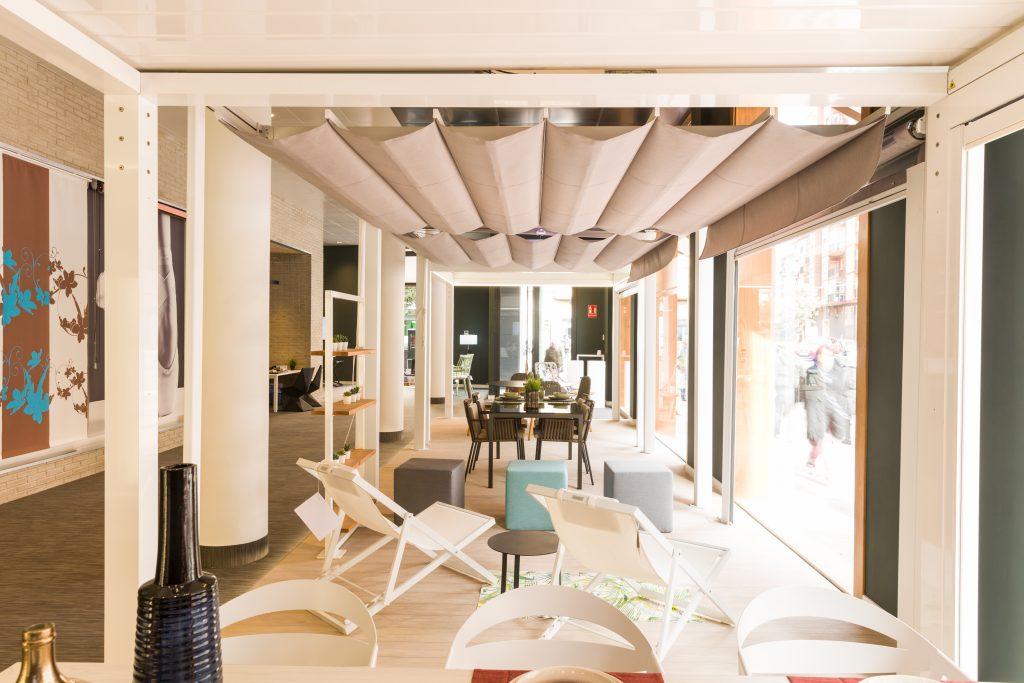 Toldos Serrano se prepara para la primavera en Zaragoza con su tienda completamente reformada