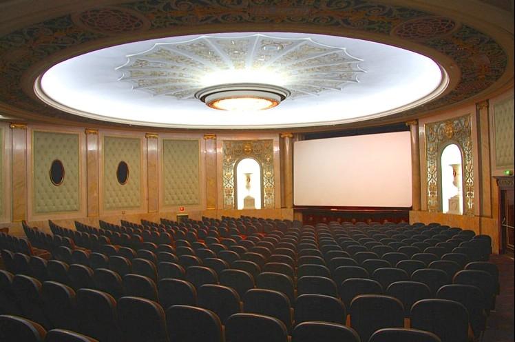 Interior del cinema elíseos manteniendo su estética original