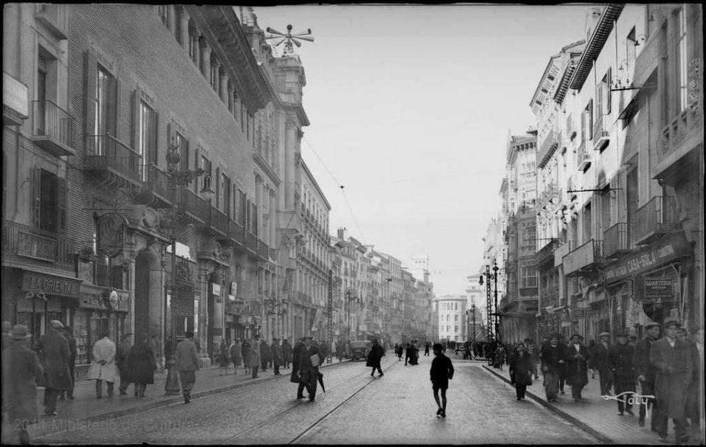 El Palacio de Sástago en el año 1930 y el Banco de Aragón