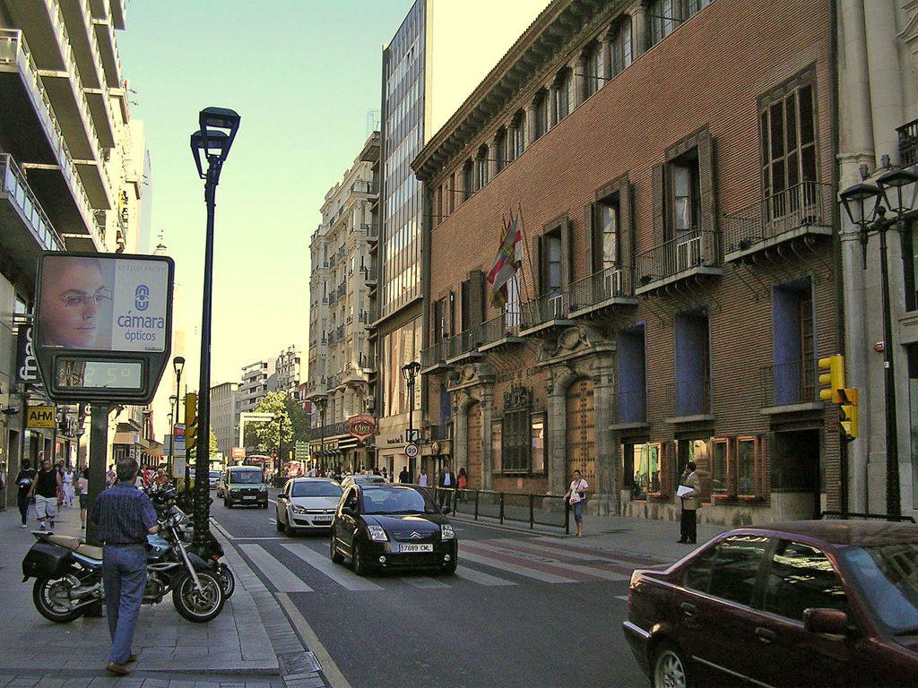 La calle Coso en el año 2007, cuando aún se podía ir en coche.