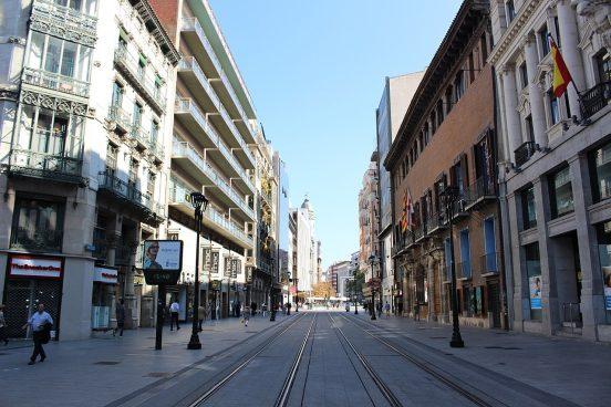 Vista de la calle Coso, con el Palacio de Sástago a la derecha