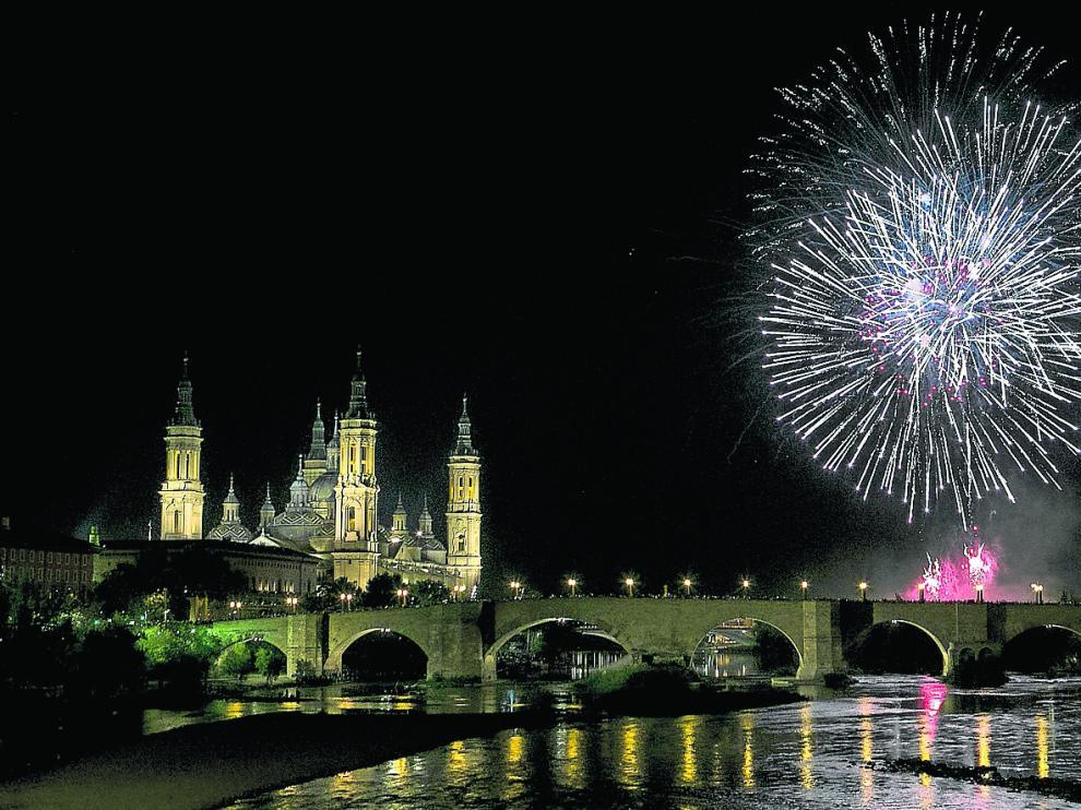 Fuegos artificiales y traca final de las Fiestas del Pilar