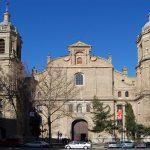 Parroquia Santiago el Mayor, enfrente de la plaza del Carbón