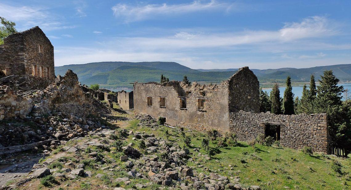 Escó, un pueblo fantasma que lucha por revivir