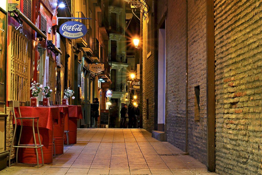 Calles del Tubo de Zaragoza, con los bares típicos
