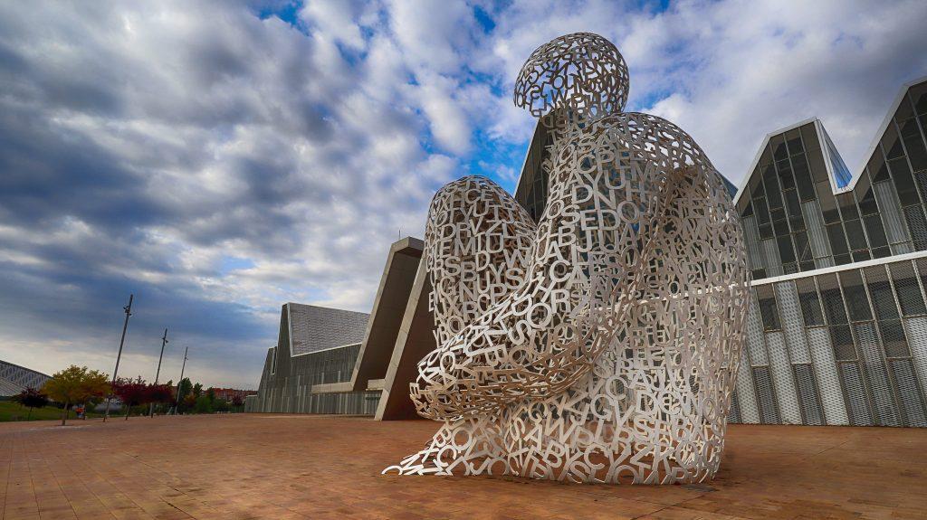 El alma del Ebro situada en el recinto Expo, al lado del palacio de Congresos