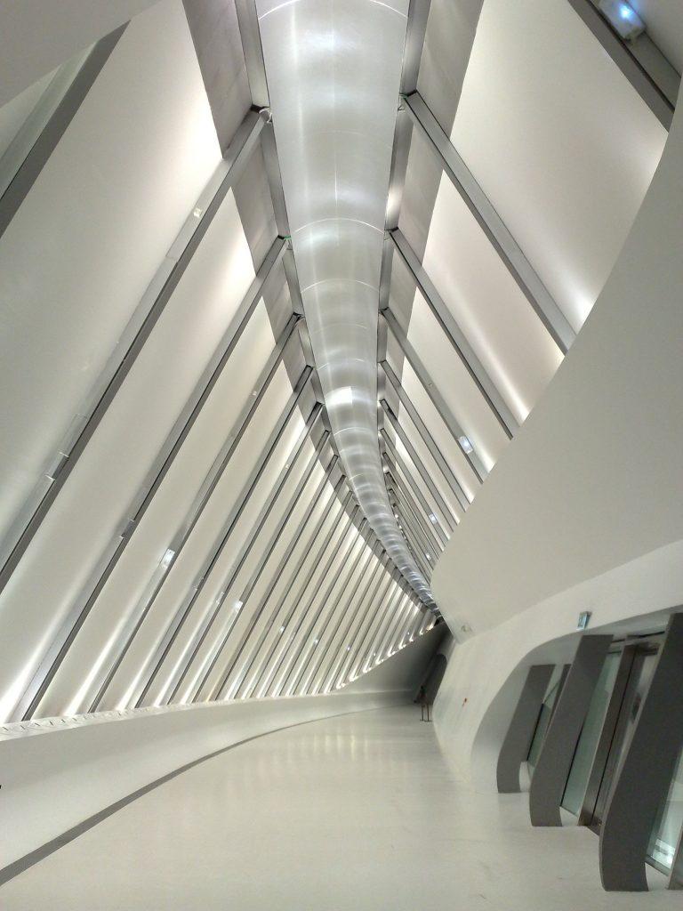 Foto del interior del pabellón Puente en la Expo de Zaragoza