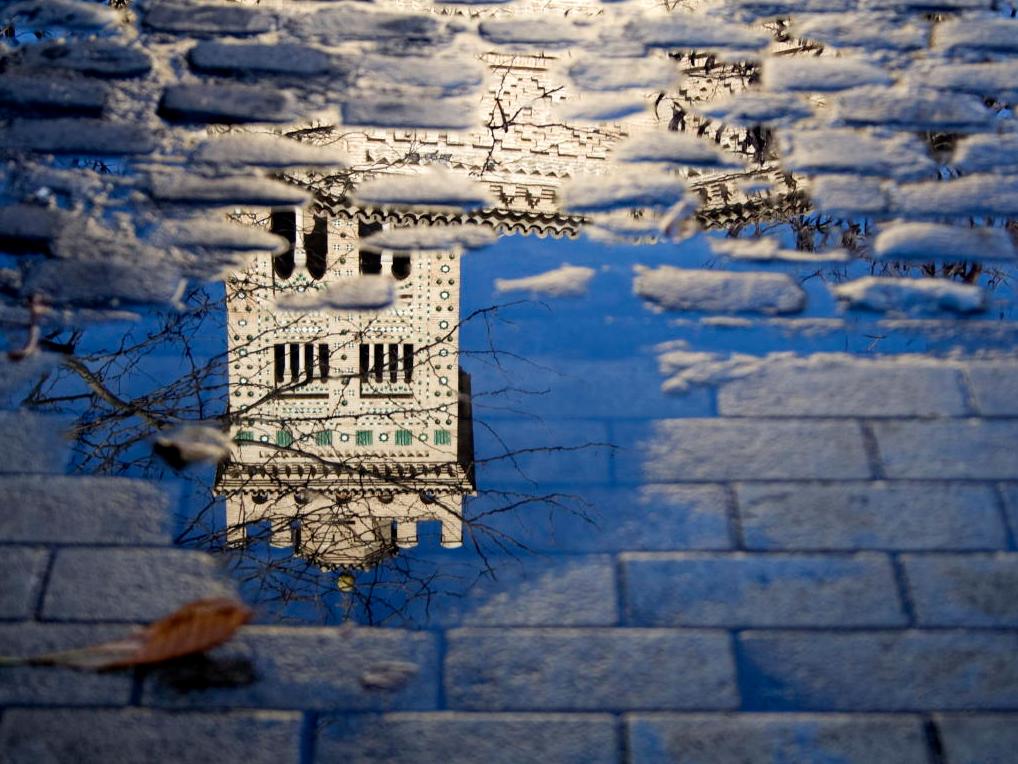 Reflejo de la torre de la Madalena