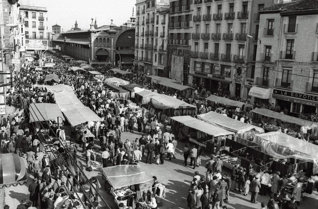 El rastro en la avenida César Augusto en el año 1985