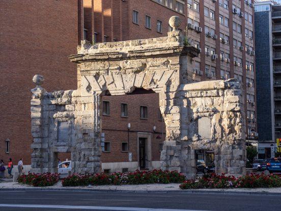 Foto de la puerta del Carmen, una de las 12 puertas de Zaragoza y la única que sigue en pie
