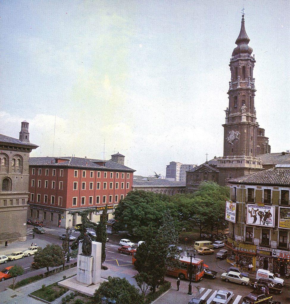 Plaza de La Seo en 1982, antes del Foro Romano