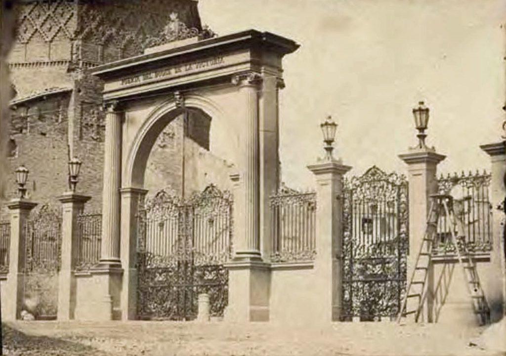 Puerta del Duque de la Victoria, una de las 12 puertas de Zaragoza