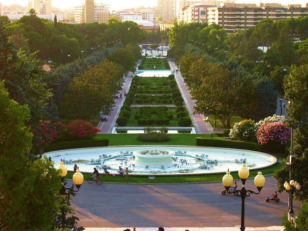 El parque Grande visto desde las escaleras del Alfonso I el Batallador