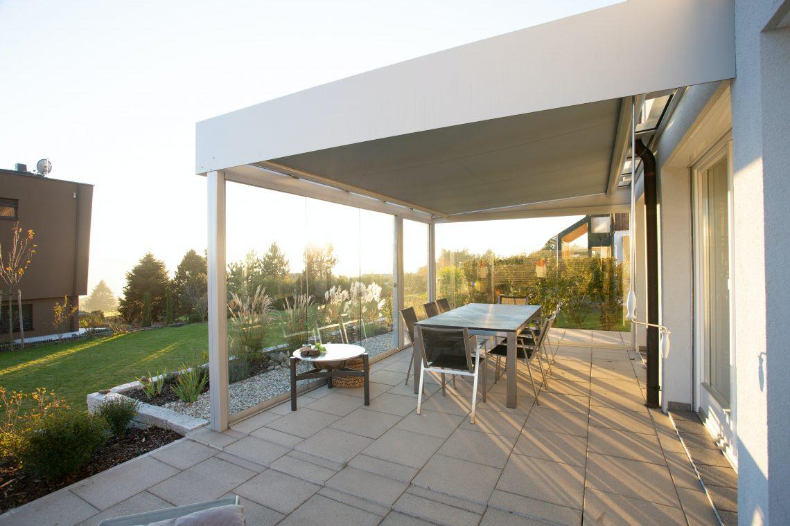 Sal a la terraza y disfruta del sol de manera protegida, con tu toldo, parasol o lo que sea