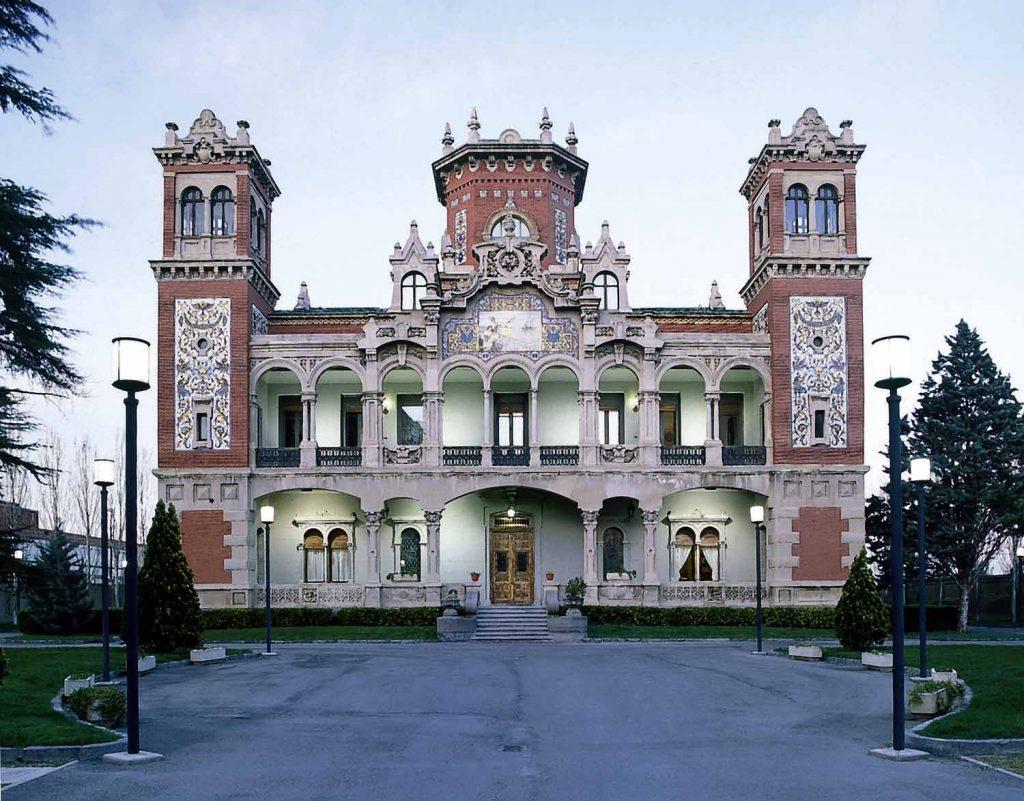 El Palacio de Larrinaga en la calle Miguel Servet 123