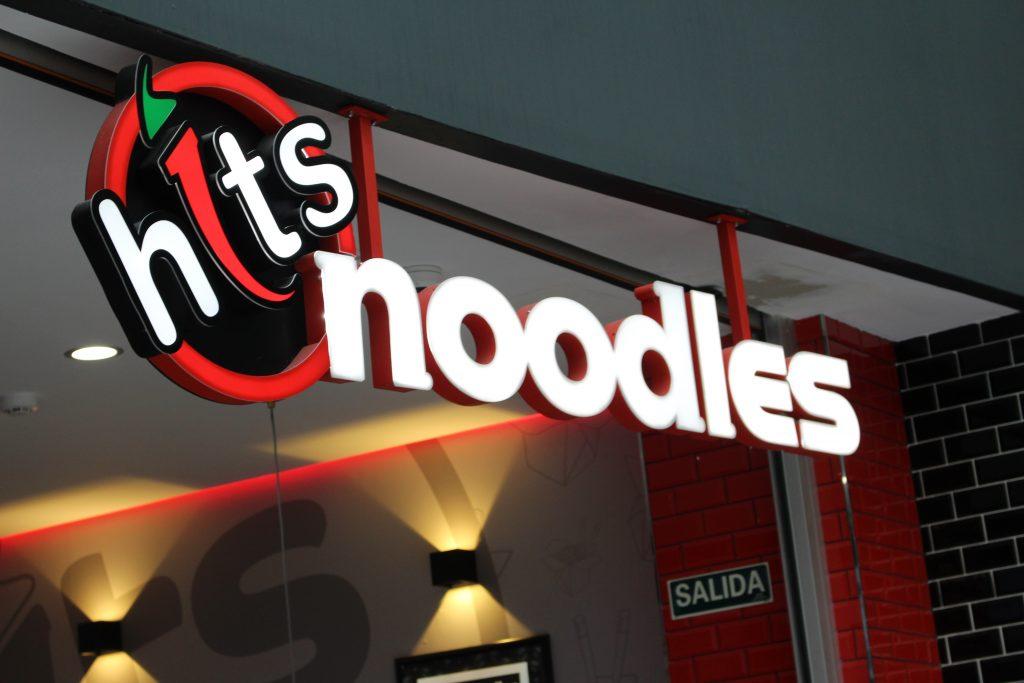 Hits noodles uno de los restaurantes de GranCasa con take away