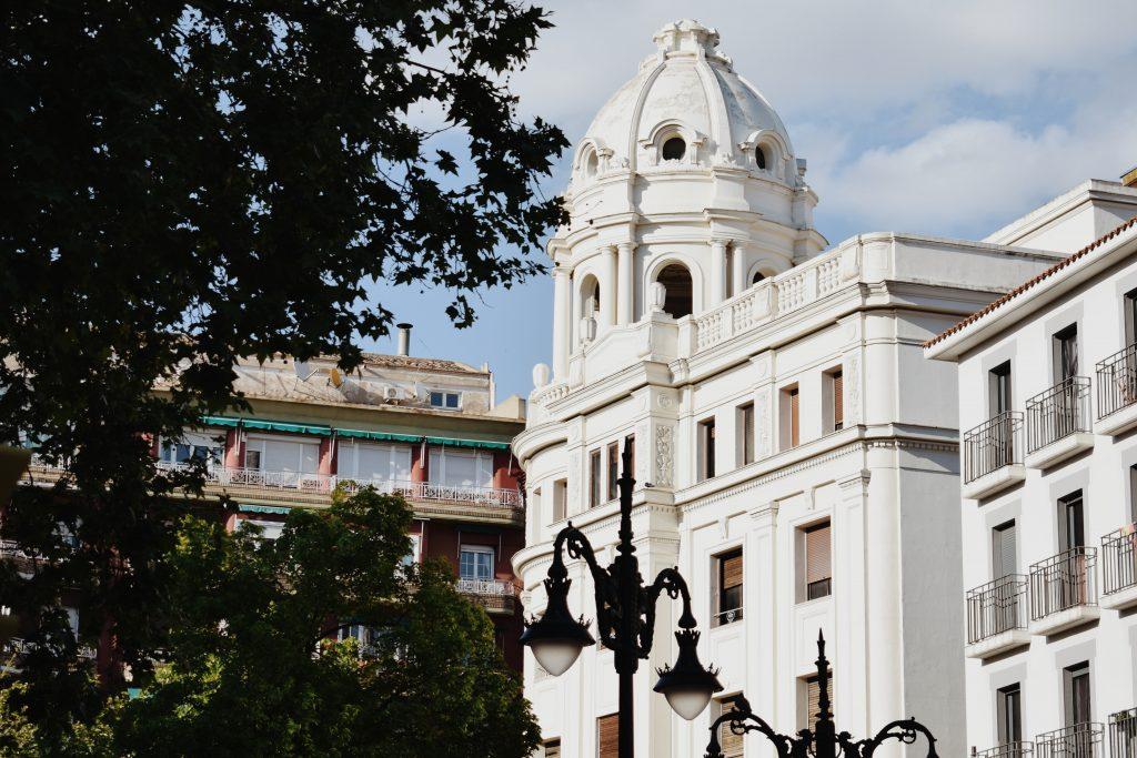 Antiguo-edificio-de-la-caja-de-ahorros-y-monte-de-piedad-uno-de-los-más-bonitos