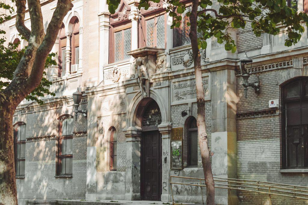 Escuela-de-Artes-y-Oficios-uno-de-los-edificios-abandonados-de-Zaragoza-a-la-espera-de-un-nuevo-uso