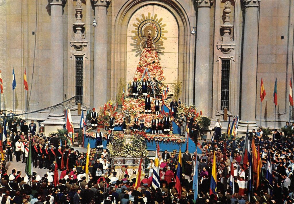 Ofrenda de Flores a la Virgen del Pilar en 1962